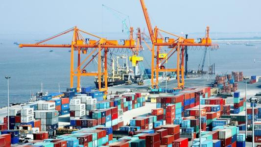 联系人:刘海鹏 电话/微信:18354281898 QQ:2769619041 2016年越南的进口市场主要集中在亚洲、美洲和欧洲,进口金额分别为1407.6亿美元、145亿美元、134.3亿美元,分别占全国进口总额的80.8%、6.7%和6.4%。其中,中国是越南最大的进口市场,自中国进口499.3亿美元,占比为28.